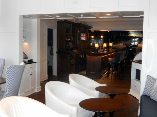 Kennebunkport Inn - Bar area