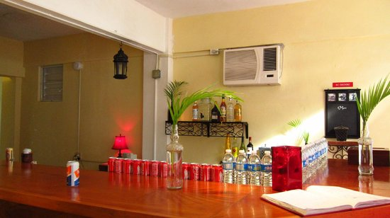 Tropical Guest House: Bar and breakfast