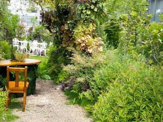 Hanano Rakuen Garden: パチンコ店ビルの屋上庭園