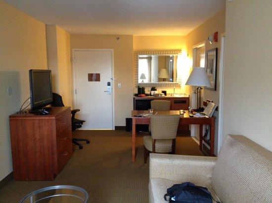 Embassy Suites by Hilton Boston - at Logan Airport: Galarp_Logan1