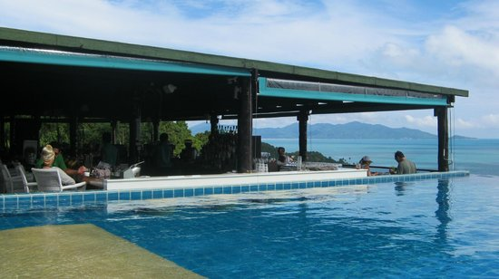 Mantra Samui Resort: looking out from pool
