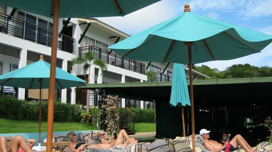 Mantra Samui Resort: rooms overlooking pool & dining