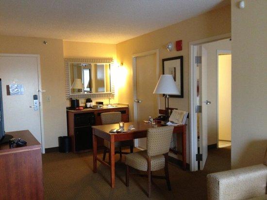 Embassy Suites by Hilton Boston - at Logan Airport: Galarp_Logan2