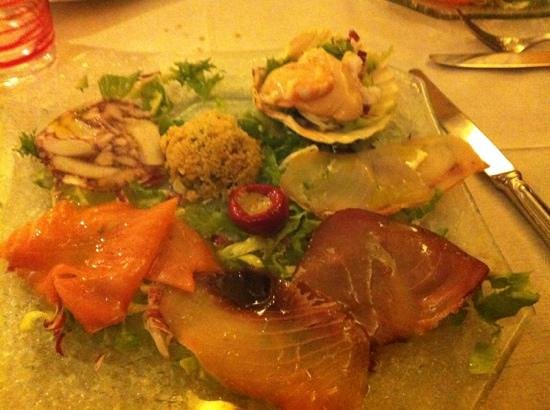 Taverna Roberteschi: prima portata antipasto mix pesce