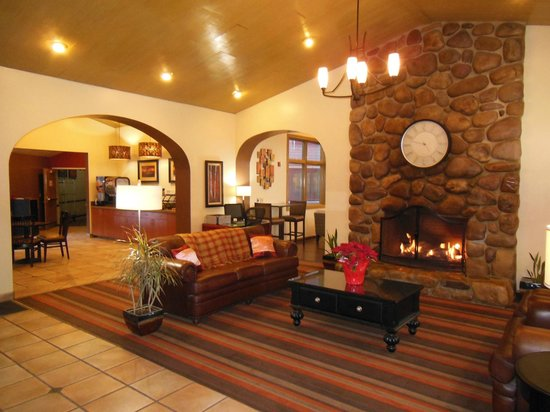 Best Western Plus Cottontree Inn: Lobby & Lounge Area