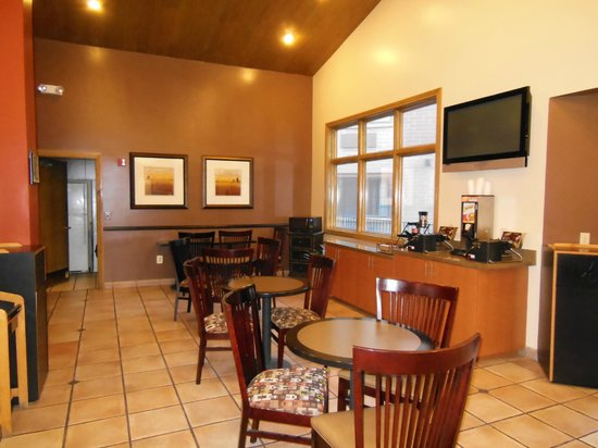 BEST WESTERN PLUS CottonTree Inn: Kitchen & Dining Area