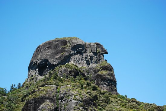 Coastal Chalet Suites: Kairara Rocks (Duke's Nose) - can be climbed