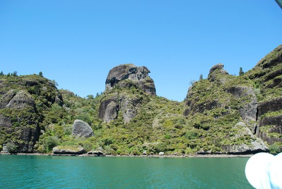 Coastal Chalet Suites: Kairara Rocks - Whangaroa Harbour Cruise