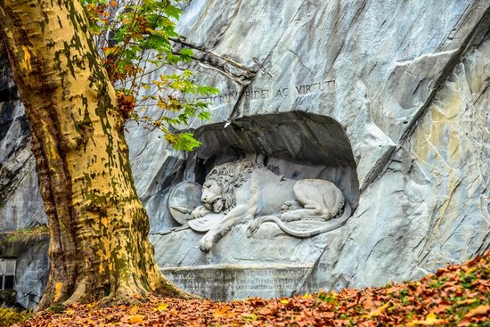 Löwendenkmal: Dying Lion of Lucerne Monument