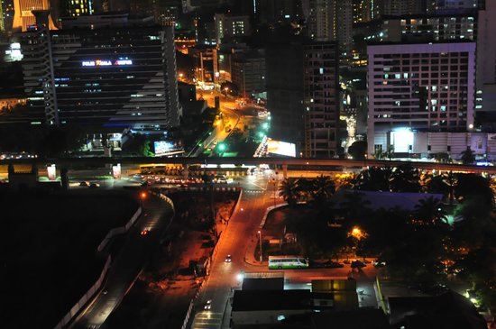 ‪‪Furama Bukit Bintang‬: Night view from my window