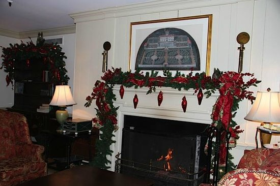 Boar's Head Resort: Parlor decorations