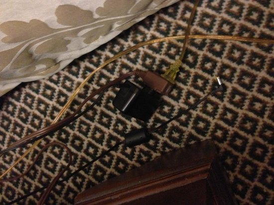 Adolphus Hotel: Overloaded extension cords