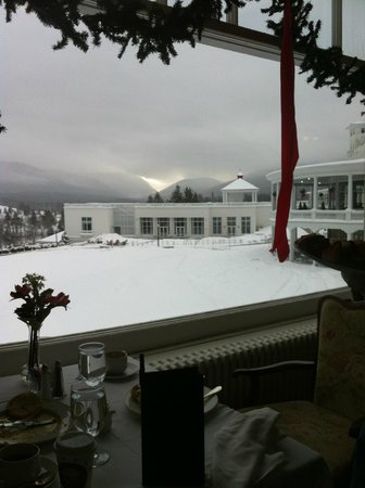 Omni Mount Washington Resort: View from main dining (breakfast).