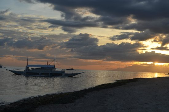Bohol Beach Club: sunset at the beach