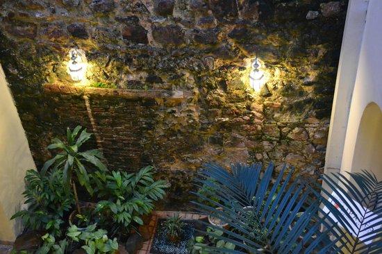 Los Cuatro Tulipanes: Indoor courtyard