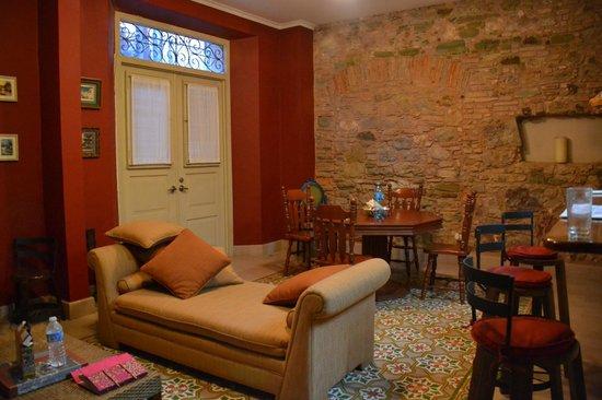 Los Cuatro Tulipanes: Living room