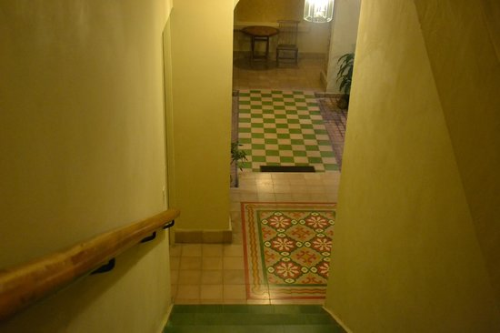 Los Cuatro Tulipanes: Beautiful tilework!
