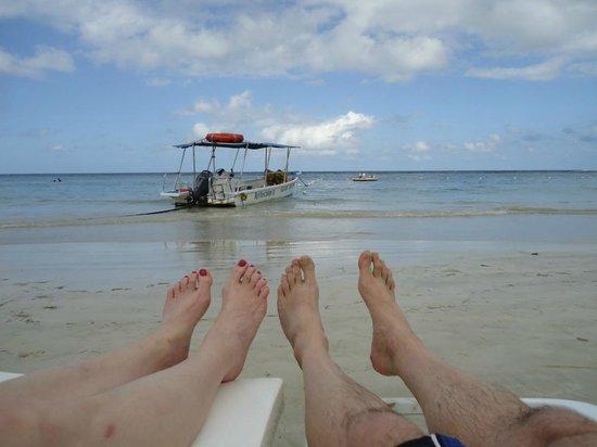 Couples Sans Souci: on the beach