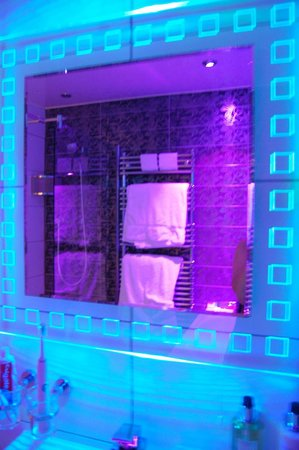 Windermere Suites: bathroom mood lighting ~ ambleside suite