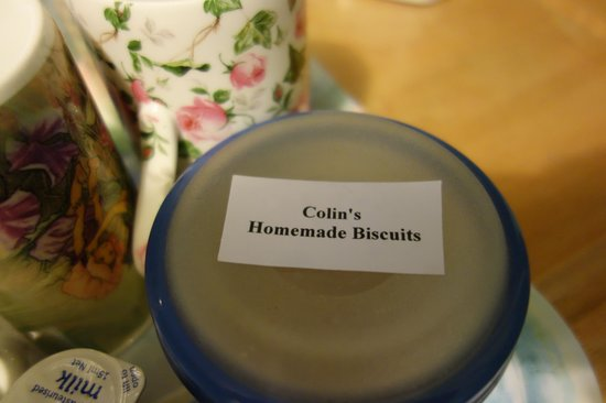 Waitomo Caves Guest Lodge: Colin's yummy homemade biscuits!