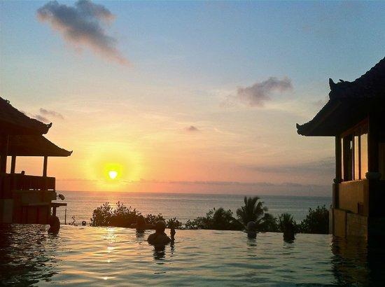 Mercure Kuta Bali: Бассейн на 4м этаже
