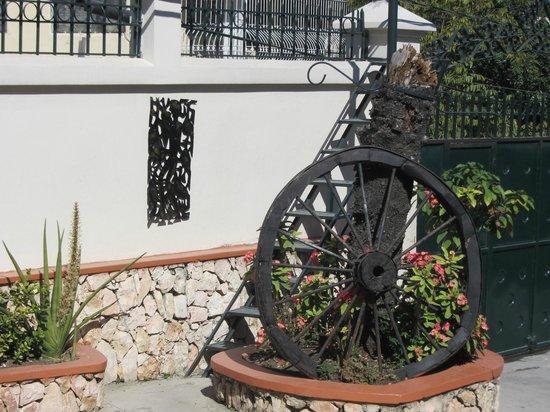 Ideal Villa Hotel : Outside