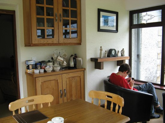 Kinbane Farmhouse B&B: Breakfast room
