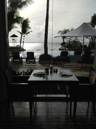 Shangri-La's Mactan Resort & Spa: breakfast restaurant view