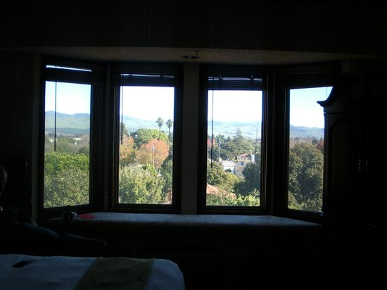 The Historic Santa Maria Inn: View in Bed room