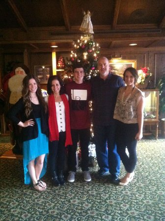 The Historic Santa Maria Inn: Family in lobby. Merry Christmas!