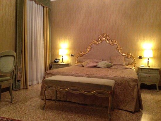 Hotel Al Ponte Mocenigo: room 44 bed