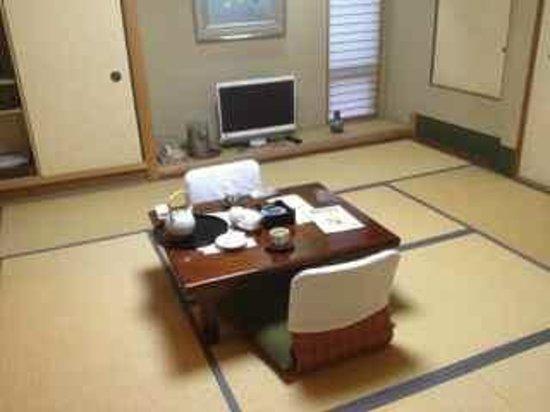 Ryokan Tazuru: Daytime setup - before futons are out.
