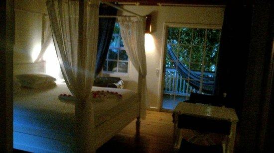 Henry Morgan Beach Resort: Intérieur de la chambre