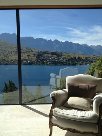 Amour Queenstown Luxury Accommodation: Living room view