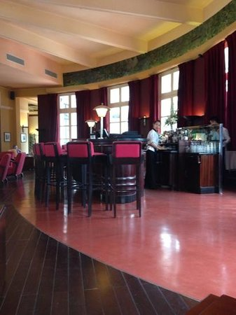 La Residence Hue Hotel & Spa: reception bar