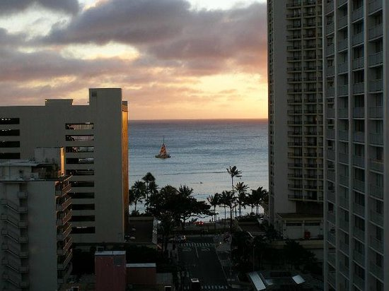 Unipack at the Waikiki Park Heights: ラナイからの海