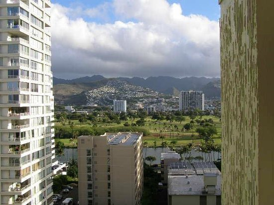 Unipack at the Waikiki Park Heights: 通路からの山側景色