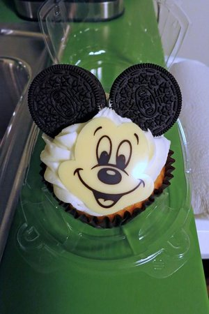 Disney's Art of Animation Resort: Yummy Oreo Mickey Cupcake - GET ONE