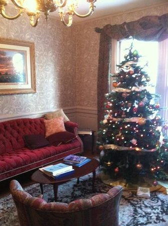 The Victoria Inn: Christmas tree in the parlor