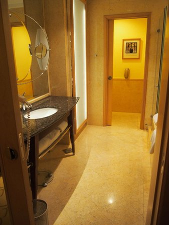 bathroom picture of the fullerton hotel singapore singapore