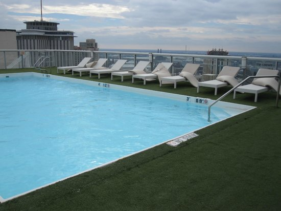 The Westin New Orleans Canal Place: Rooftop pool