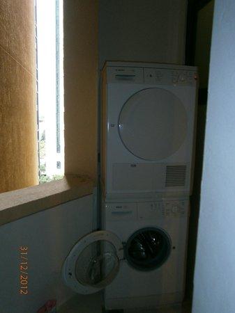 Fraser Suites Singapore : Washer/dryer