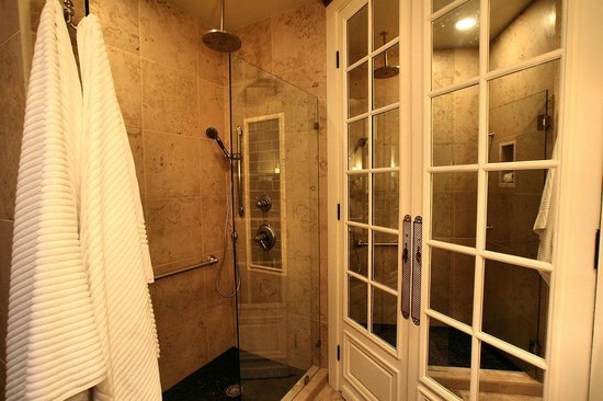 All Seasons Downtown Retreat: Carriage House Shower