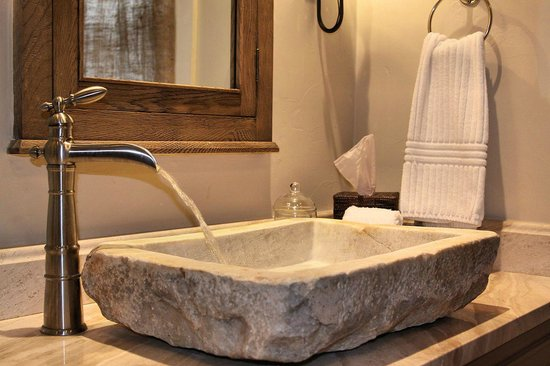 All Seasons Downtown Retreat: Carriage House Bathroom Sink