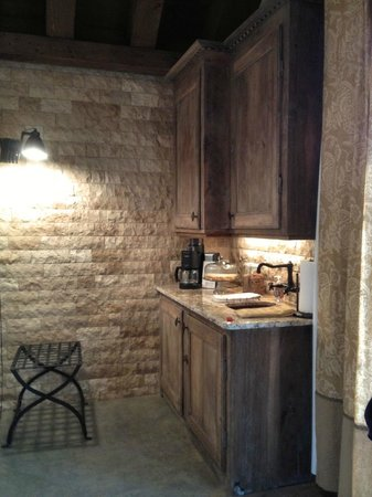 All Seasons Downtown Retreat: Carriage House Kitchenette