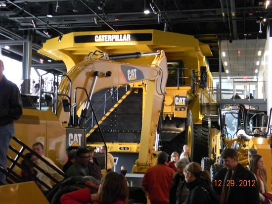 ‪‪Caterpillar Visitors Center‬: Big mining truck‬
