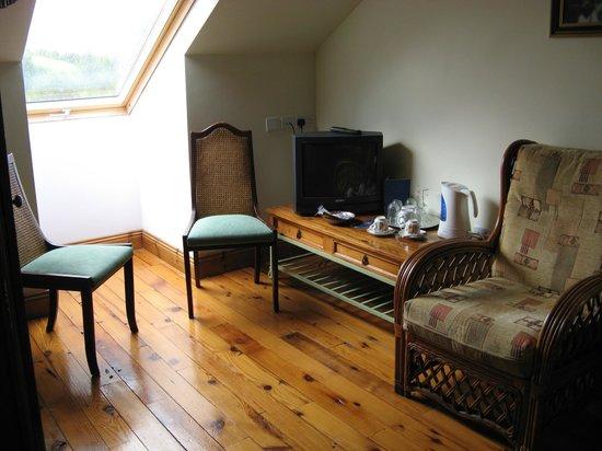 The Garden Gates B & B: Sitting area of bedroom