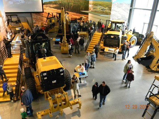 Caterpillar Visitors Center: Some of the equipment on display