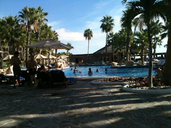 Melia Cabo Real All-Inclusive Beach & Golf Resort: poolside