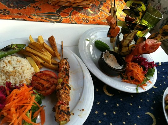 Optimist Hotel: chidken kebab and vegetable kebab